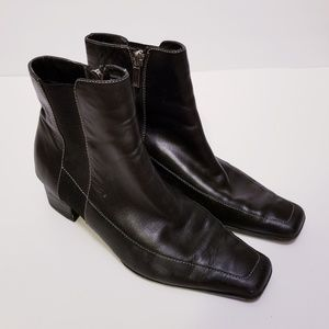 Anne Klein Size 7 Black Leather Pointed Boots